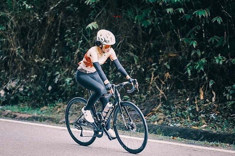 pakaian basikal wanita